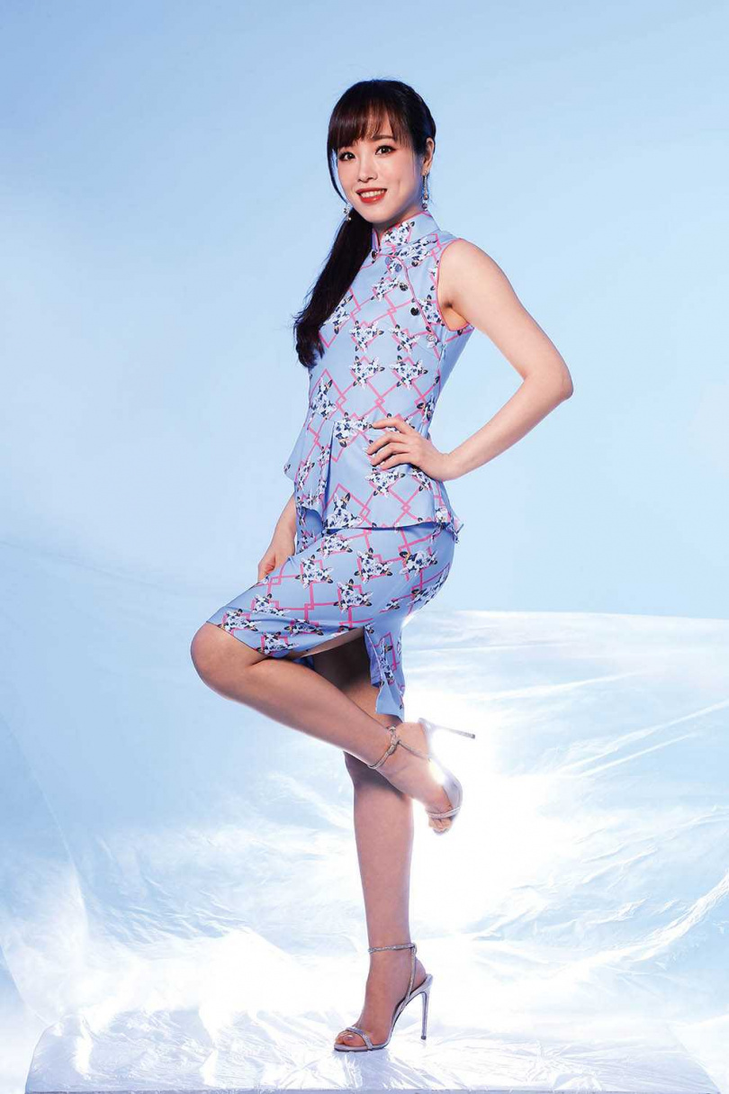 旗袍:Yi-ming 高跟鞋:RENÉ CAOVILLA(攝影/戴世平)