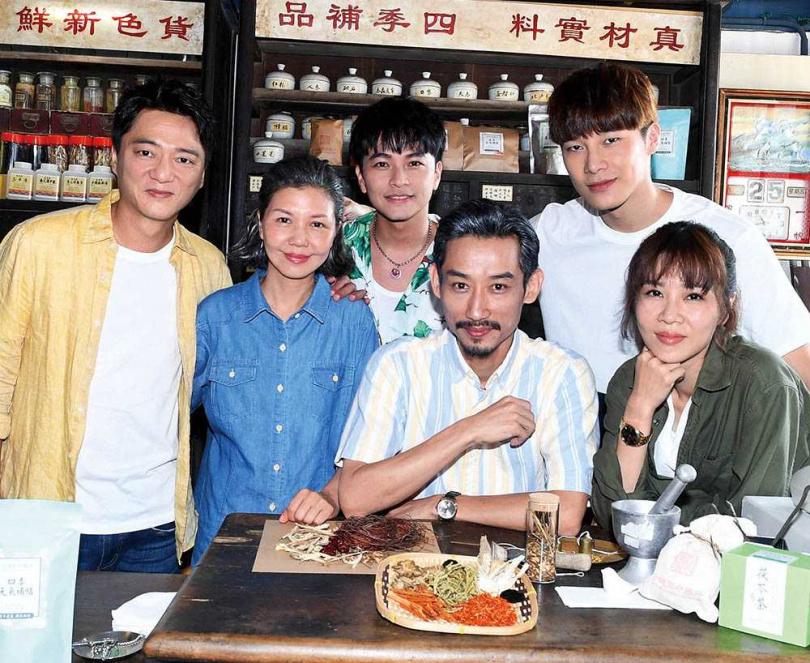 宋偉恩回歸《俗女養成記》第二季,飾演女主角謝盈萱的同志弟弟。(圖/華視提供)