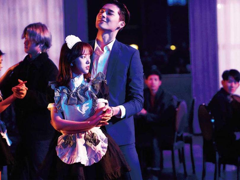在新戲《愛的奧特萊斯》中,宋偉恩與項婕如有趣味十足的對手戲。(圖/LINE TV提供)