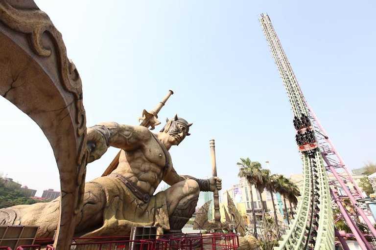 義大遊樂世界提高防疫規格,自主降載為3,000人。