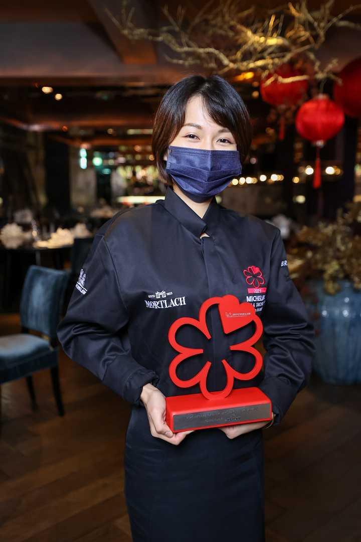 「米其林指南服務大獎」由頤宮餐廳服務經理歐宛臻獲得。(圖/米其林指南)