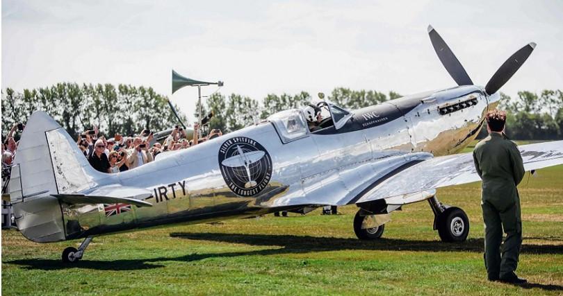 8月18日一架經過仔細修復、擁有獨特鍍銀機身的噴火戰機自英國古德伍德機場起飛,展開環繞世界飛行之旅。