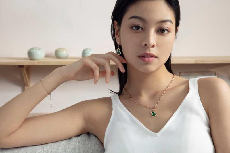 (上)Qeelin「Wulu系列」18K玫瑰金鑽石翡翠小型耳墜╱119,500元;(下)Qeelin「Wulu系列」18K玫瑰金鑽石翡翠吊墜╱224,000元(圖片提供╱Qeelin)