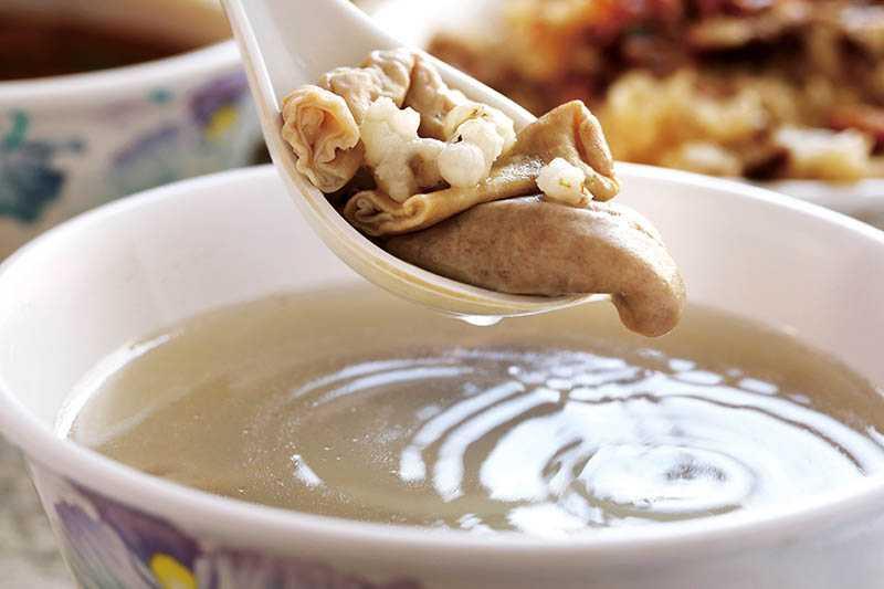 「四臣湯」用的是台灣本土豬肉內臟,口口Q彈有味。(50元)(圖/于魯光)