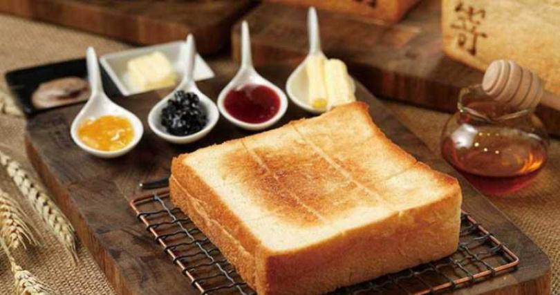 一條生吐司切成4片,約3公分的厚度,是日本關西人堅持最好吃的厚薄度。(圖/于魯光攝)