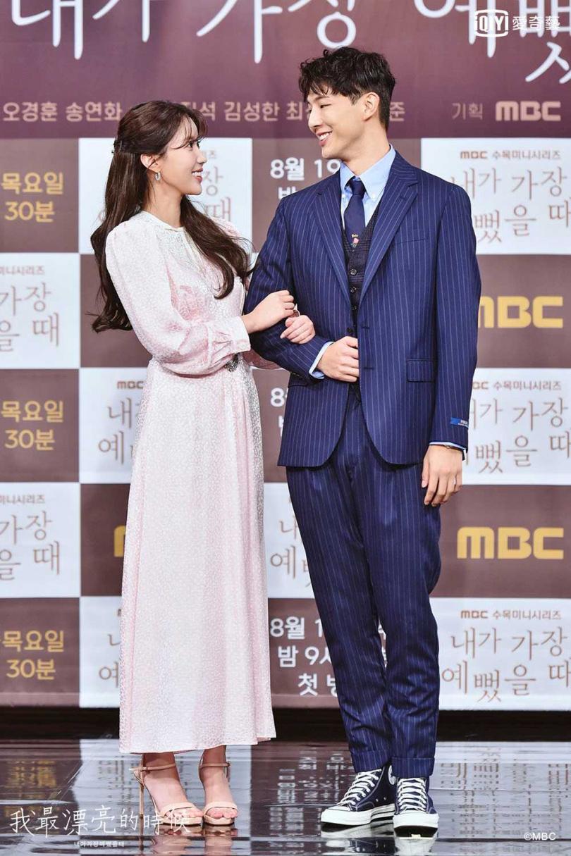 志洙在劇中對老師林秀香一見鍾情。(圖/愛奇藝台灣站提供)