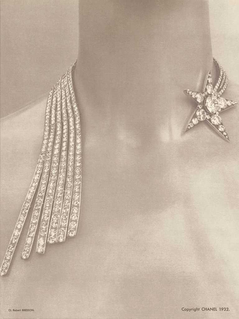 CHANEL「1932 Bijoux de Diamants」系列,COMÈTE開放式項鍊╱鉑金,鑲嵌1顆重約4.02克拉F-VVS2圓形切割鑽石,4顆總重約4.05克拉圓形切割鑽石,及649顆總重約64.85克拉圓形切割鑽石。(圖╱CHANEL提供)