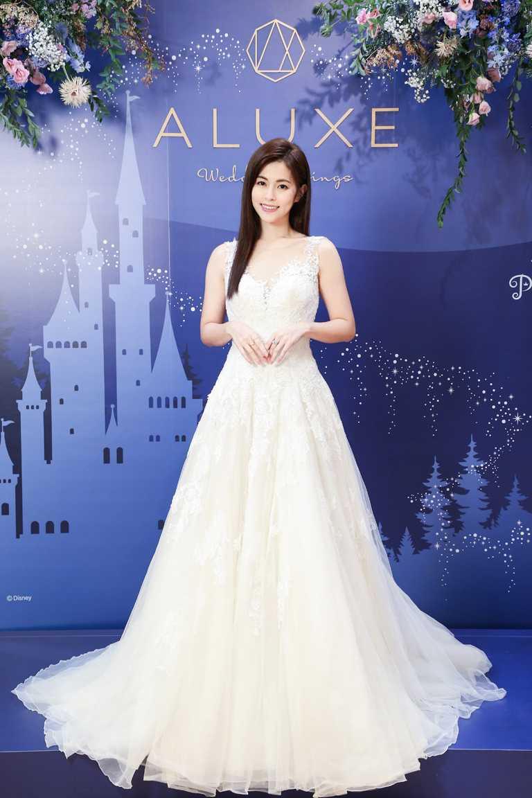 甜美女星任容萱,出席ALUXE亞立詩大安旗艦店舉辦的新品預覽,甜美演繹「Disney Bridal Collection公主婚嫁」系列婚戒。(圖╱ALUXE提供)