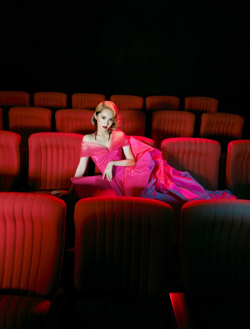 新專輯封面和內頁的拍攝概念,完全以楊丞琳現實世界的身份發想,以她身為歌手、演員、舞者,以及舞台下的她4種真實角色為主題。(圖/EMI提供)