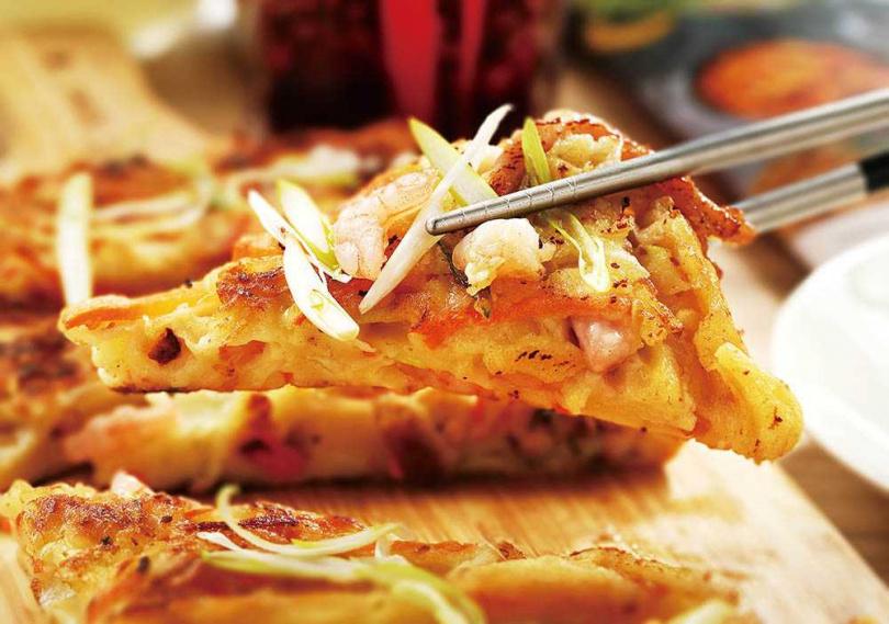 煎餅系列除了常見的海鮮口味,還開發藜麥及泡菜口味。(海鮮288元、藜麥、泡菜258元)(圖/于魯光攝)