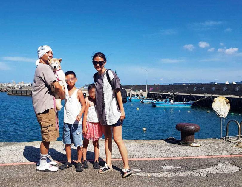 育有一子一女的高山峰,全家出遊不忘帶著花妹一起。(圖/高山峰提供)