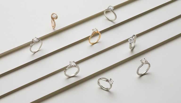 DE BEERS官方網站線上可訂購廣泛多元的珠寶作品,包含訂婚戒指與單鑽戒指。(圖╱DE BEERS提供)