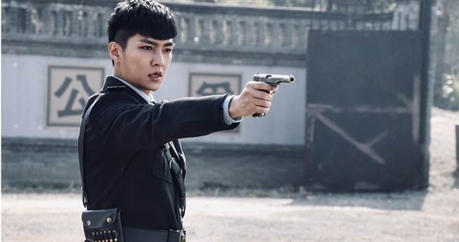 在新戲飾演偵緝隊長,炎亞綸劇中不少打戲。(圖/北京東方飛雲影視)