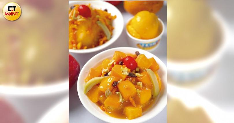 以100%新鮮芒果製作冰磚,加上芒果塊、自製烏魚子芒果乾鋪滿在剉冰上,充滿夏日風味。