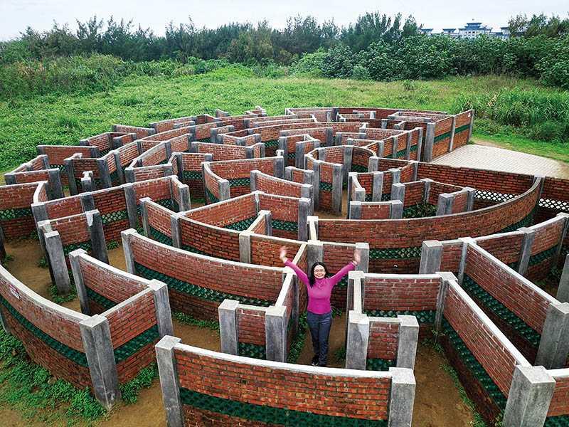 「老梅迷宮」繁複交錯的線條,就像一座充滿神祕感的外星人遺跡。