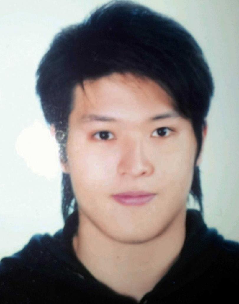 大學時期的陳禕倫身材高壯,宛如「大隻佬」,卻意外被模特兒公司簽下。(圖/凱渥提供)