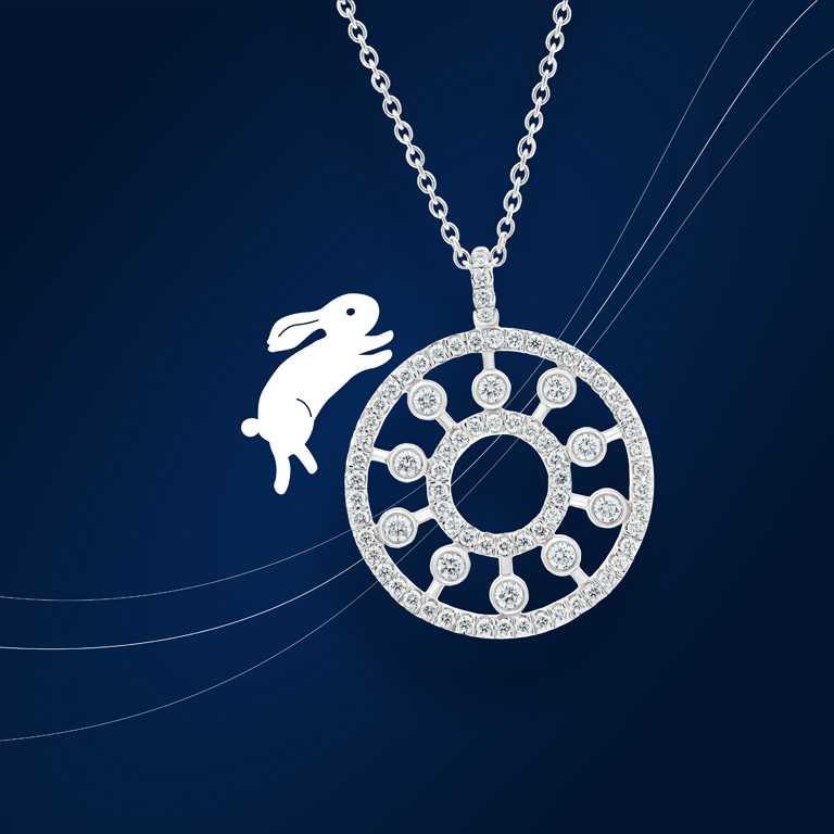 DE BEERS「Dewdrop」系列, 18K白金鑽石圓牌吊墜項鍊╱117,000元。(圖╱DE BEERS提供)