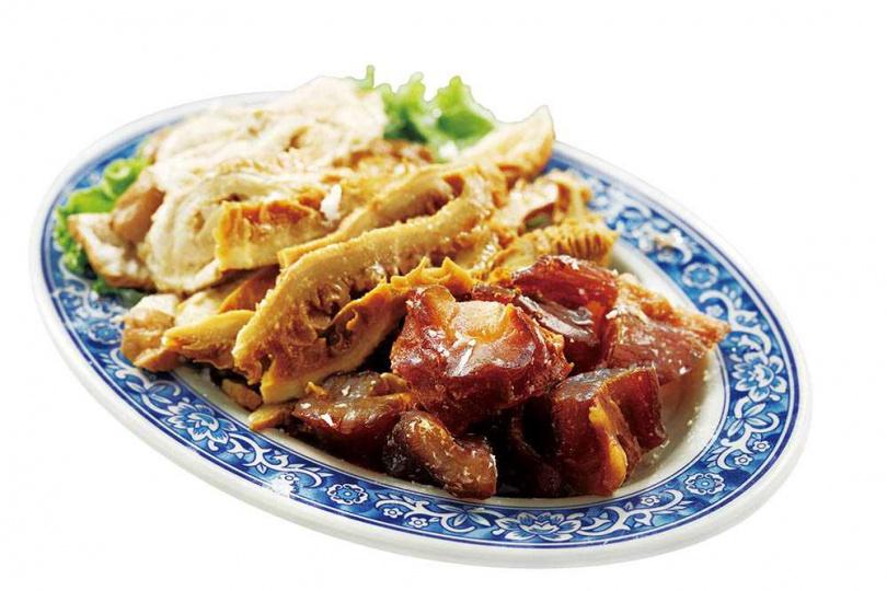 「滷味三寶」包括牛筋、牛肚、大腸,以炒糖色做法讓滷味顏色漂亮,味道不死鹹。(388元)(圖/于魯光攝)
