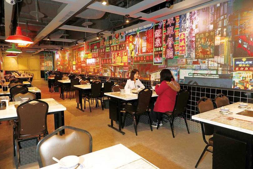 「鐵火肥牛火鍋」將空間打造成舊時香港冰室風格。(圖/于魯光攝)