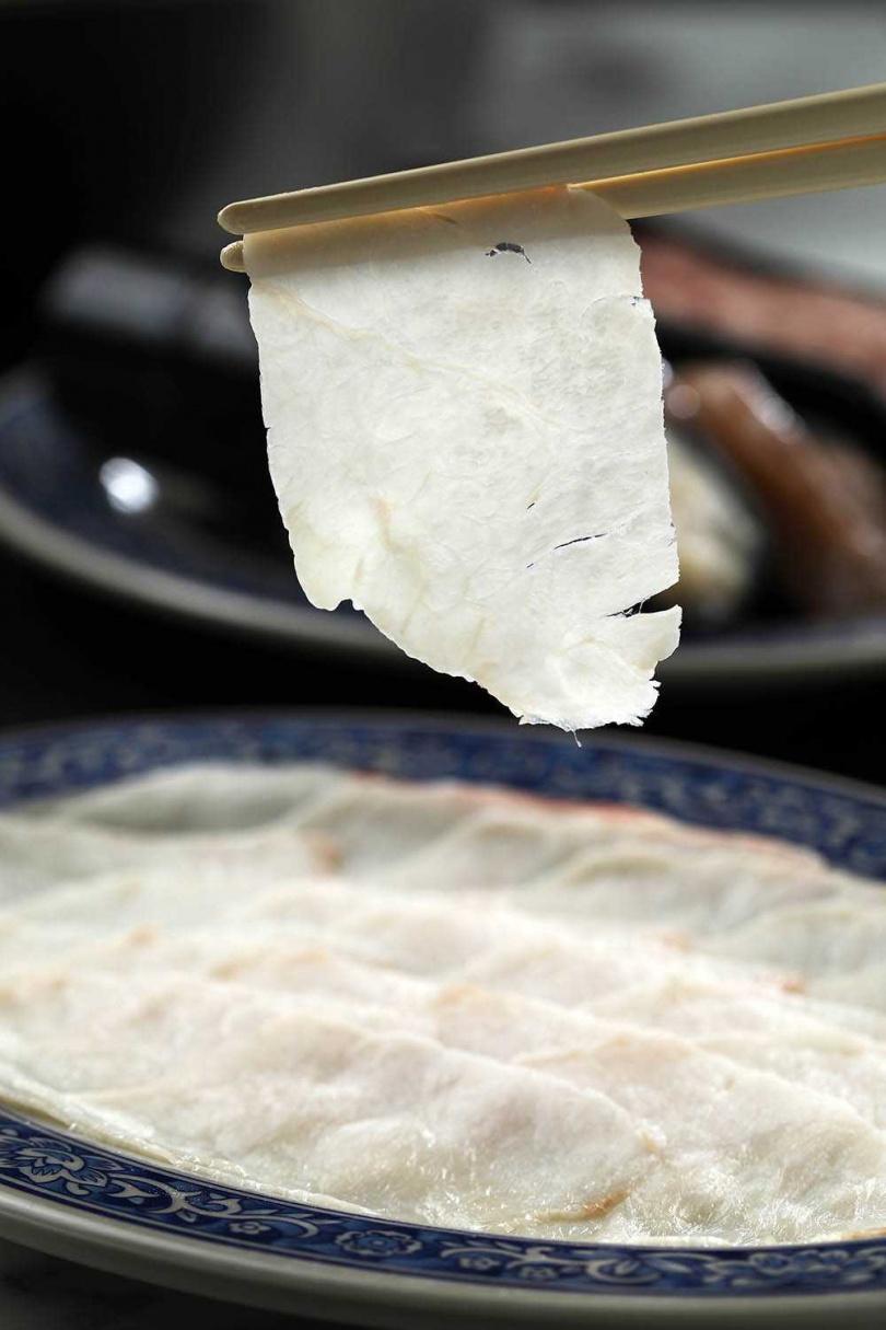 選用台灣牛胸部位的「溫體牛胸肉」,口感脆中帶甜,十分特別。(488元)(圖/于魯光攝)