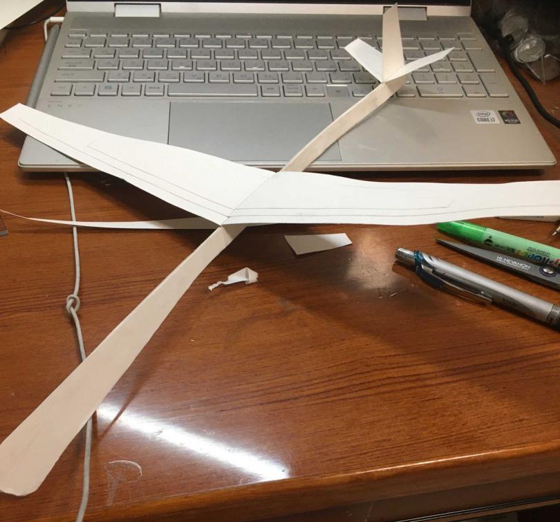 原先在規則下所打造的飛機原型。