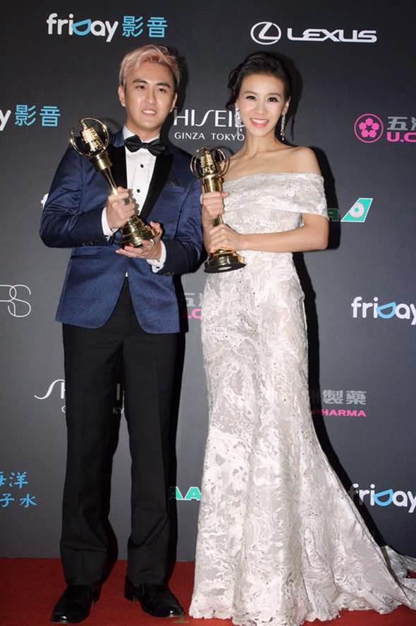 亞里曾與搭檔黃靖倫拿下第51屆金鐘獎兒少節目主持人獎。(圖/翻攝亞里Ally臉書)