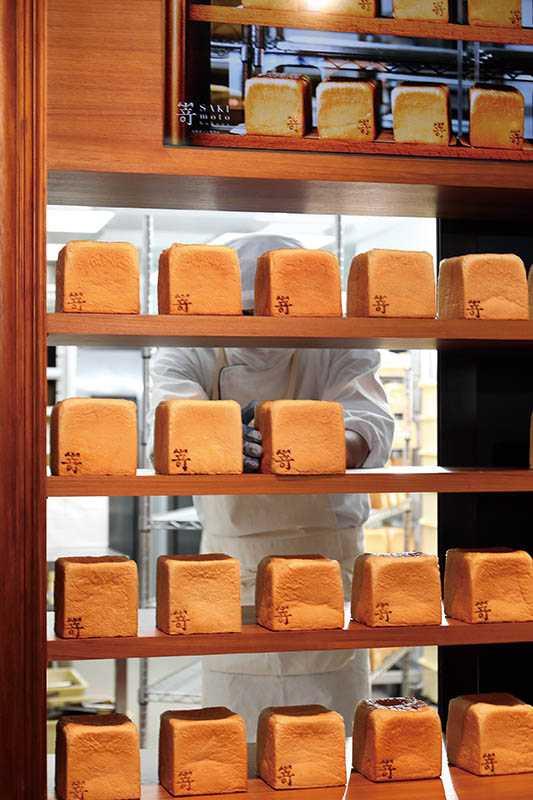 嵜每日量產高出坊間麵包店10倍,400條土司天天秒殺玩售。(圖/于魯光攝)