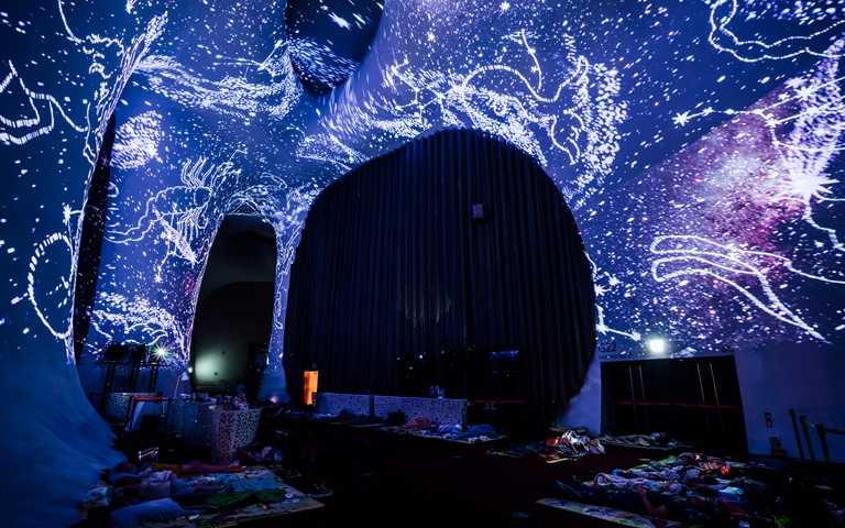 【歌劇院夜未眠】仰望光之曲幕入眠。