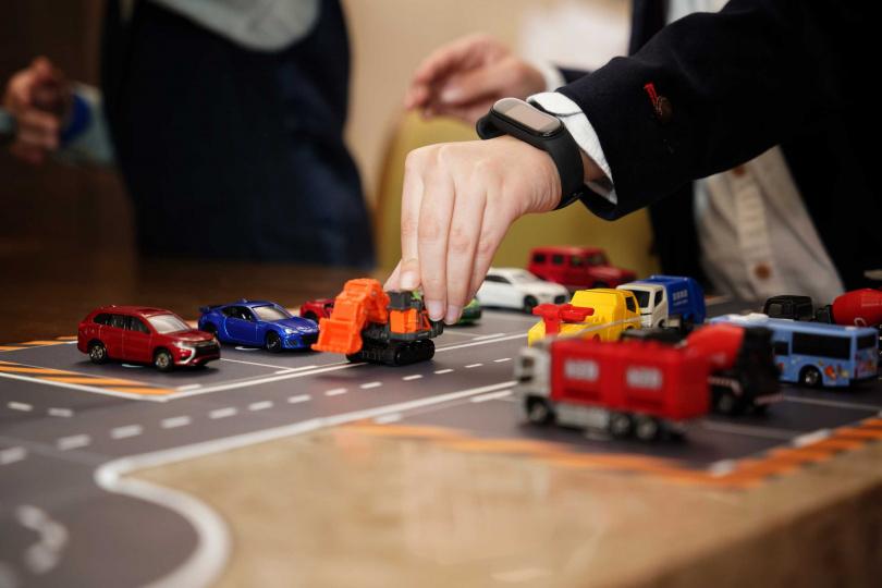房內四處都能捕捉到小汽車的蹤影,車迷們嗨起來!