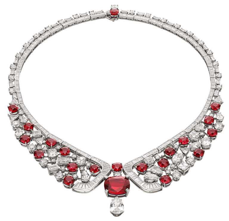 BVLGARI「Magnifica」系列,頂級莫三比克紅寶石與鑽石鉑金項鍊。(圖╱BVLGARI提供)