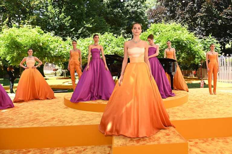 寶格麗2021年全新「Magnifica」系列頂級珠寶線上發表秀,首度選在米蘭艾曼紐二世迴廊實景,將於台灣時間6月21日晚間8點30分全球直播。(圖╱BVLGARI提供)