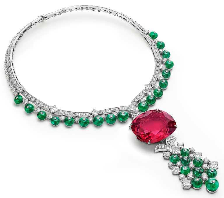 BVLGARI「Magnifica」系列,「Imperial Spinel」頂級尖晶石與祖母綠項鍊。(圖╱BVLGARI提供)