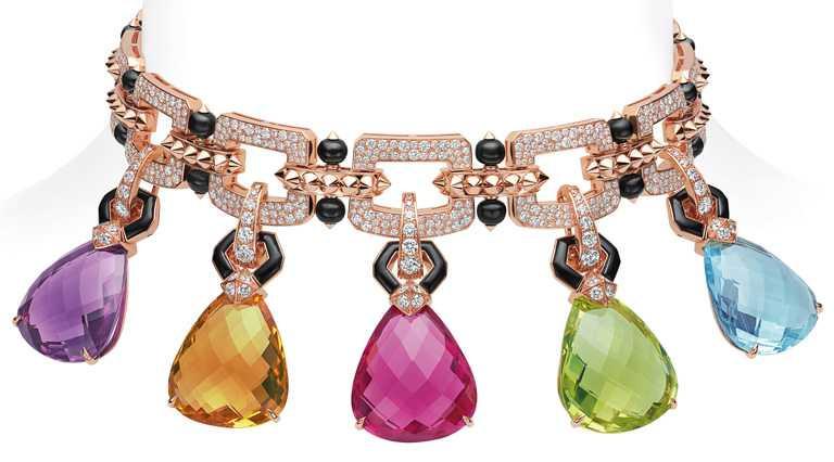 BVLGARI「Magnifica」系列,「Hidden Trteasures」頂級彩寶與鑽石頸鍊,頂級玫瑰金頸鍊,鑲嵌菱面梨形切割紅碧璽、紫水晶、黃水晶、石英及海水藍寶,搭配31顆縞瑪瑙圓珠與密鑲鑽石,每顆彩寶均可單獨拆卸下來,作為單獨鍊墜或耳環。(圖╱BVLGARI提供)