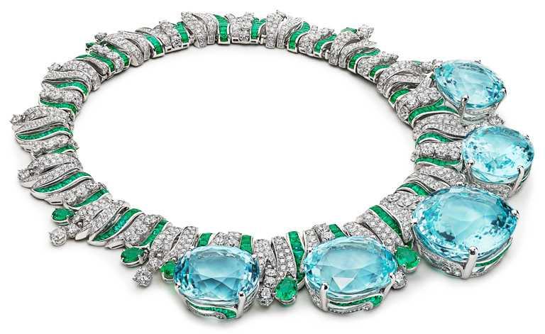 BVLGARI「Magnifica」系列,「Mediterranean Queen」頂級彩寶與鑽石項鍊,頂級鉑金項鍊,鑲嵌5顆莫三比克帕拉依巴碧璽、梨形與弧圓形切割祖母綠,及81顆圓形明亮切割鑽石與密鑲鑽石。(圖╱BVLGARI提供)