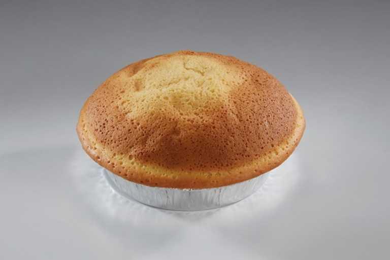 「巨蛋牛奶麵包」強調濃純的奶香味搭配淡淡甜味的北海道皮,簡單又美味。