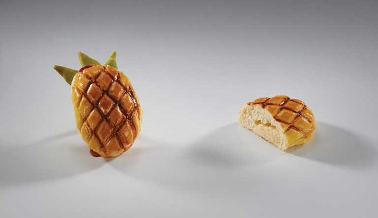 「鳳梨乳酪」宛如的縮小版旺萊,裡頭包著酸甜濃郁的鳳梨乳酪餡,有著鬆甜口感。