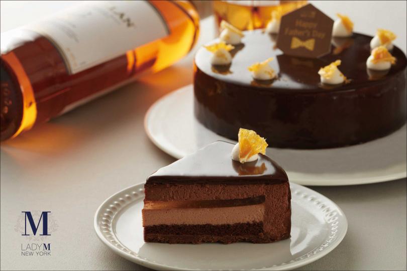 Lady M特別打造6吋威士忌巧克力慕斯蛋糕,洋溢香醇威士忌的陳年酒香,獻上專屬男人的微醺系蛋糕!(6吋1,800元)(圖/業者提供)