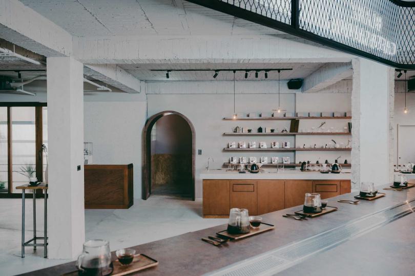 「留白啡語」空間能看出透過無隔間設計,盡可能敞開視角的特色。
