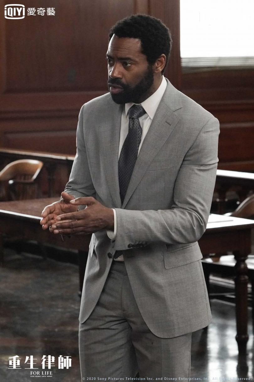 平諾克在監獄中奮發自學法律獲得學位成為律師。(圖/愛奇藝台灣站提供)