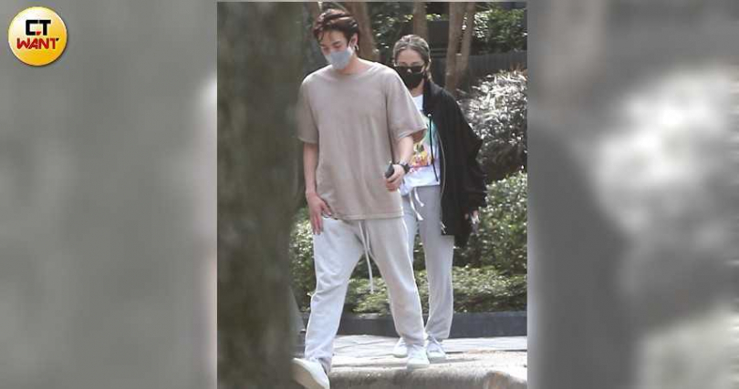 蕭亞軒與男友在情人節被本刊拍到一起在信義區曬太陽。(圖/本刊攝影組)