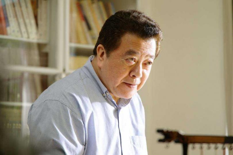 楚長青(林在培飾演)從軍界威風凜凜的國防部長卸任後,轉任行政院長。(圖/公視)
