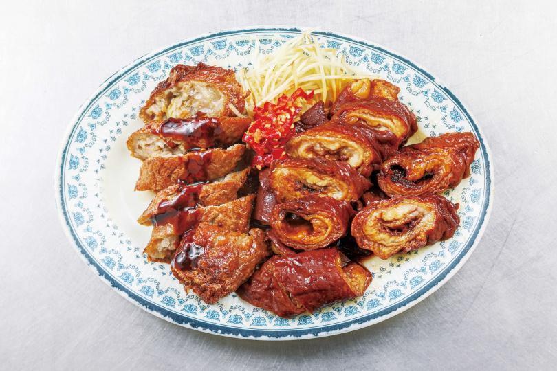 選用本地豬大腸製作的「滷大腸」,不僅入味,吃起來還帶有嚼勁。(150元/條)(圖/林士傑攝)