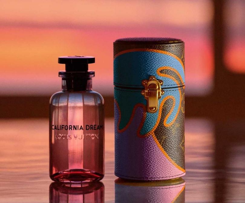 特別設計以漸層夕陽的瓶身,展現加州陽光西下、夏日靜謐藍色夜空的氛圍。全系列在路易威登店面和louisvuitton.com都買得到唷!(圖/品牌提供)