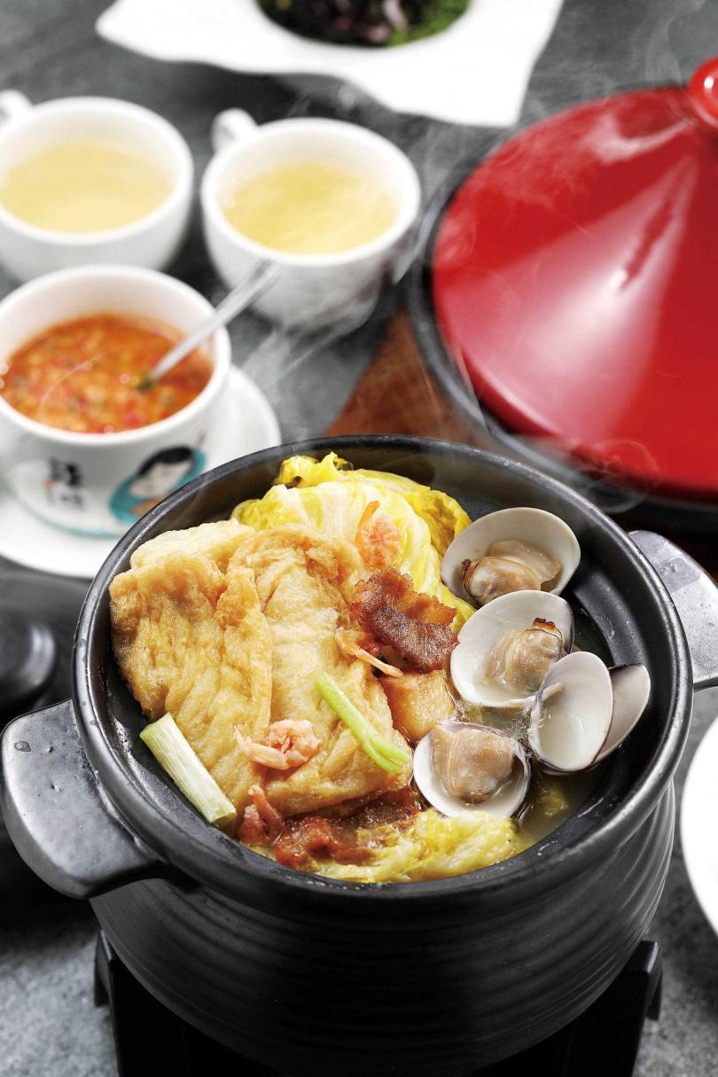 「白菜燉軟豆腐」的湯頭需費工熬製,一喝就能感受其甘醇。(大350元、小258元)(圖/于魯光攝)