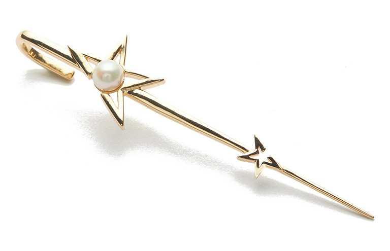ARTISMI「斜口小星耳針」╱4,200元。(圖╱ARTISMI提供)