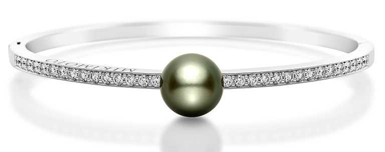 MIKIMOTO「黑珍珠鑽石手環」╱229,000元。(圖╱MIKIMOTO提供)