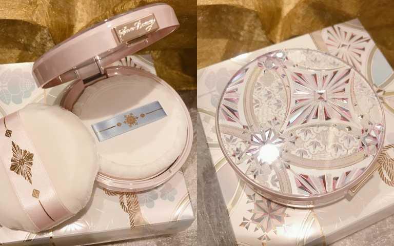 5種經典修飾粉末+7色珠光,肌膚柔焦平滑,彷彿初雪親吻過的透明粧感。SHISEIDO心機女神香氛魔法盒2020,25g/1900元(圖/黃筱婷攝影)