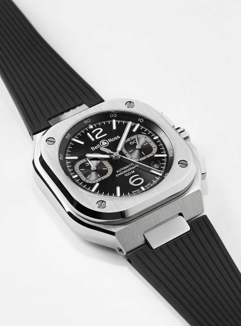 Bell & Ross「BR 05」系列Chrono Blue Steel計時腕錶,橡膠錶帶,黑色錶面款,42mm╱192,000元。(圖╱Bell & Ross提供)