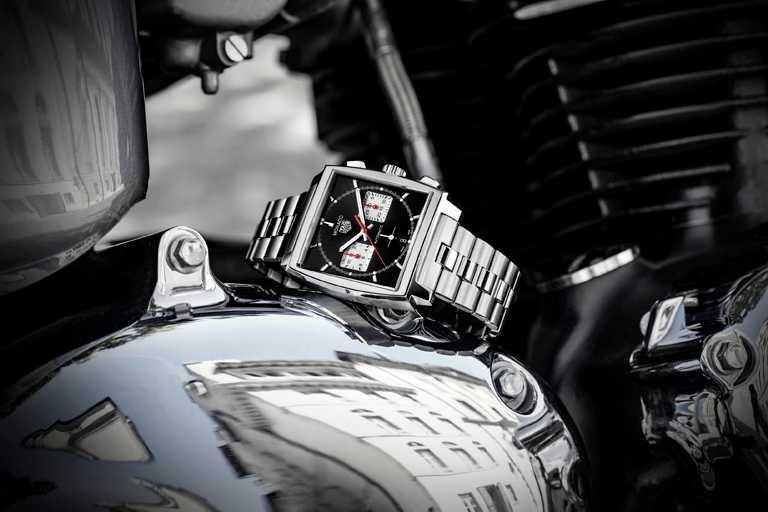 TAG HEUER「MONACO H02」自動計時腕錶,精鋼錶鍊,黑色錶面款,39mm╱222,100元。(圖╱TAG HEUER提供)
