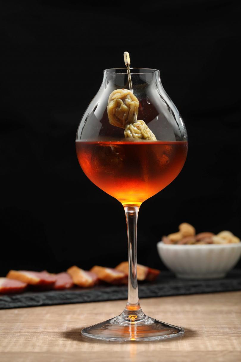 「調酒師的家釀梅酒」用自家釀製三至五年的梅酒製成,酒體醇厚、滋味酸甜兼具。(260元)